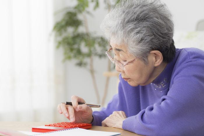 老後にお金に困っている女性
